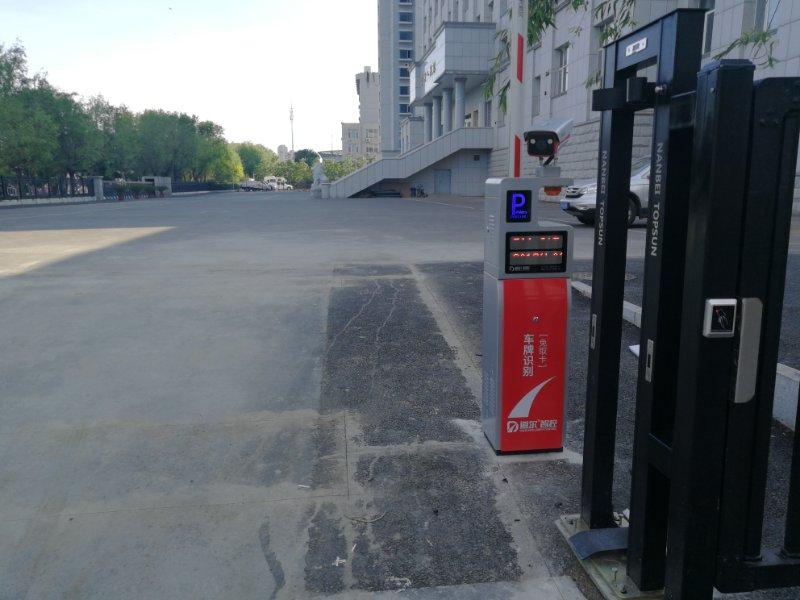 吉林市吉林人民银行道闸车牌识别一体机